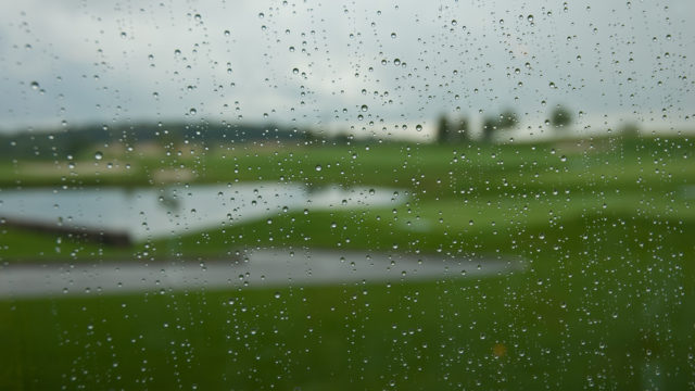 【雨ゴルフ対策】梅雨時など雨の日に用意しておきたいアイテム5つ!