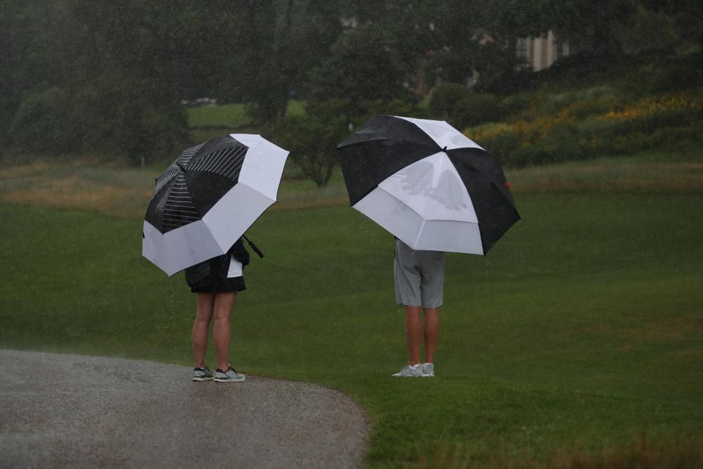 雨の日のゴルフで困ること